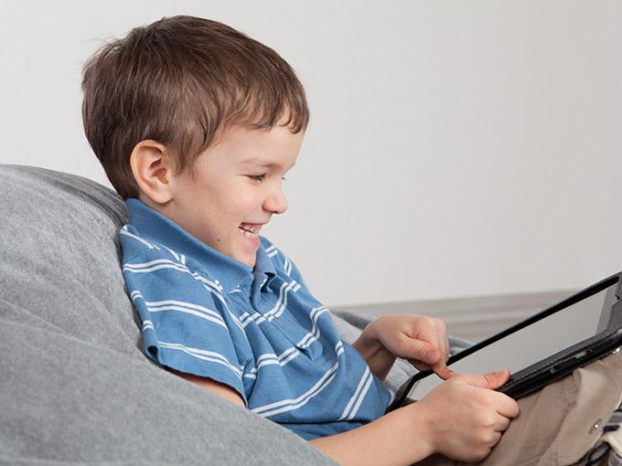 Diversión de los menores en Internet